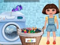 Флеш игра Даша стирает одежду